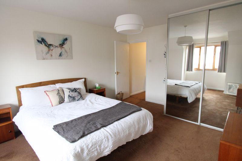 1 bedroom upper floor flat flat For Sale in Sutton - Photo 3.