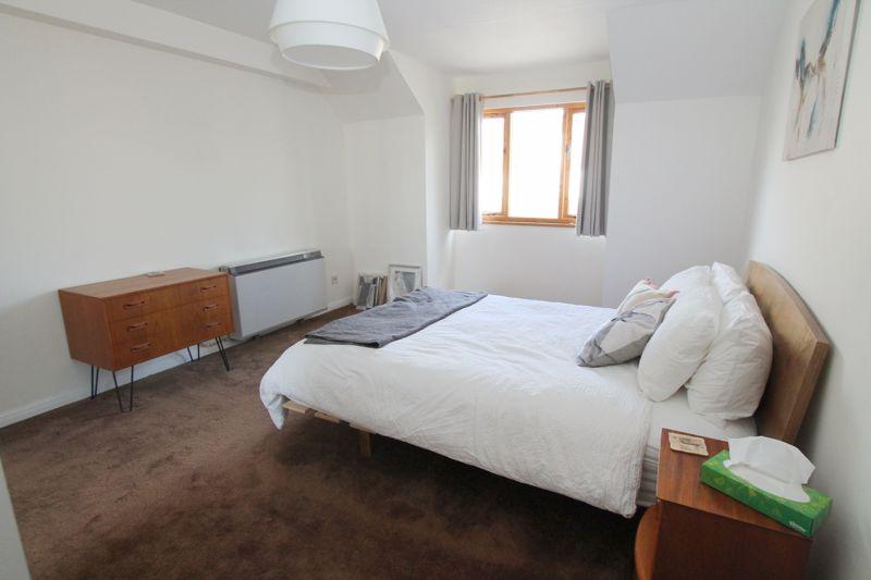 1 bedroom upper floor flat flat For Sale in Sutton - Photo 12.