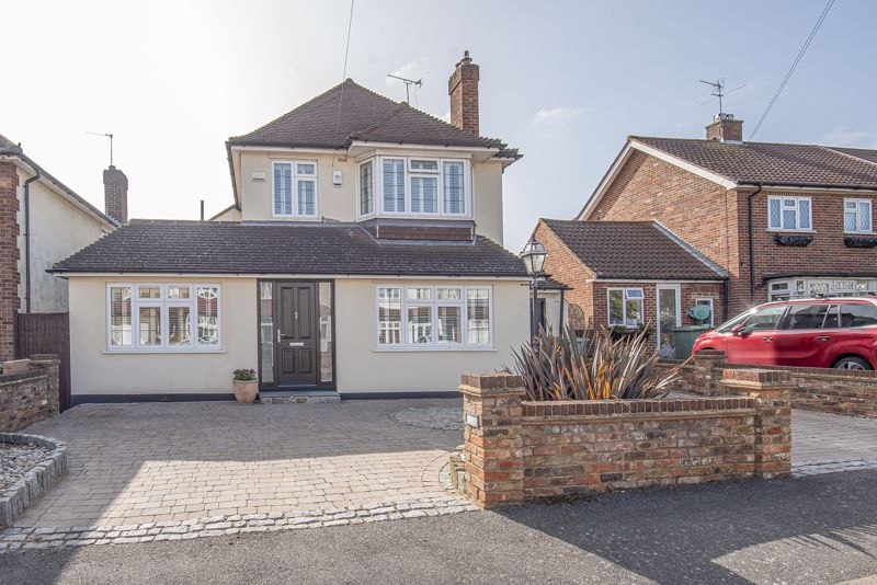 4 bedroom detached house SSTC in Sutton - Photo 1.