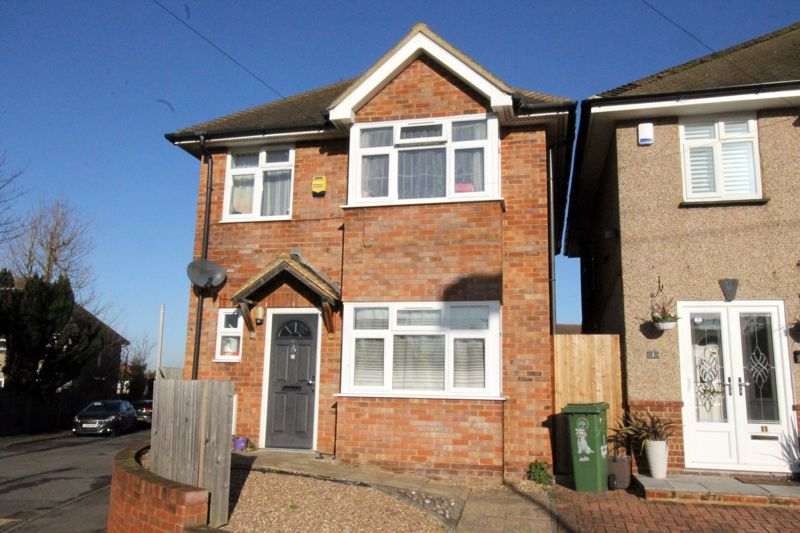 3 bedroom detached house For Sale in Sutton - Photo 10.