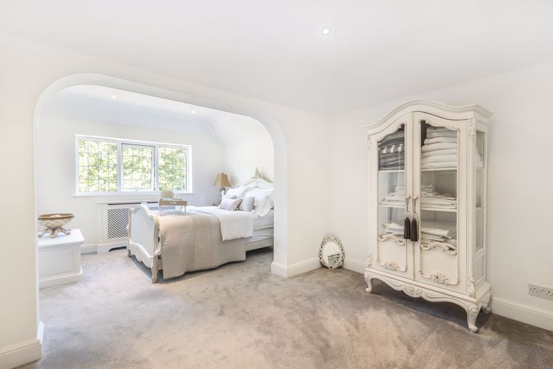 4 bedroom detached house Under Offer in Epsom - Photo 13.