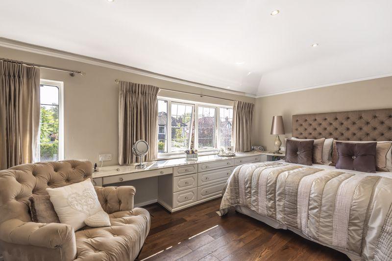 4 bedroom detached house Under Offer in Epsom - Photo 5.
