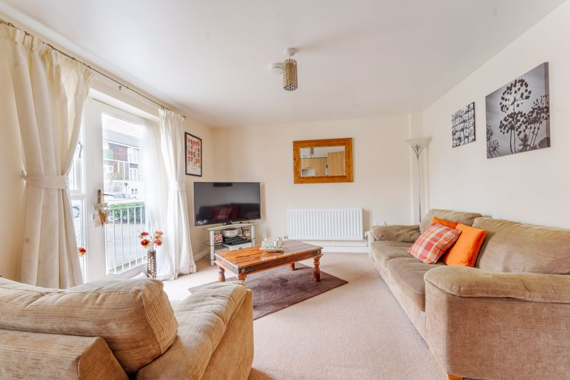 1 bedroom flat For Sale in Wallington - Photo 2.