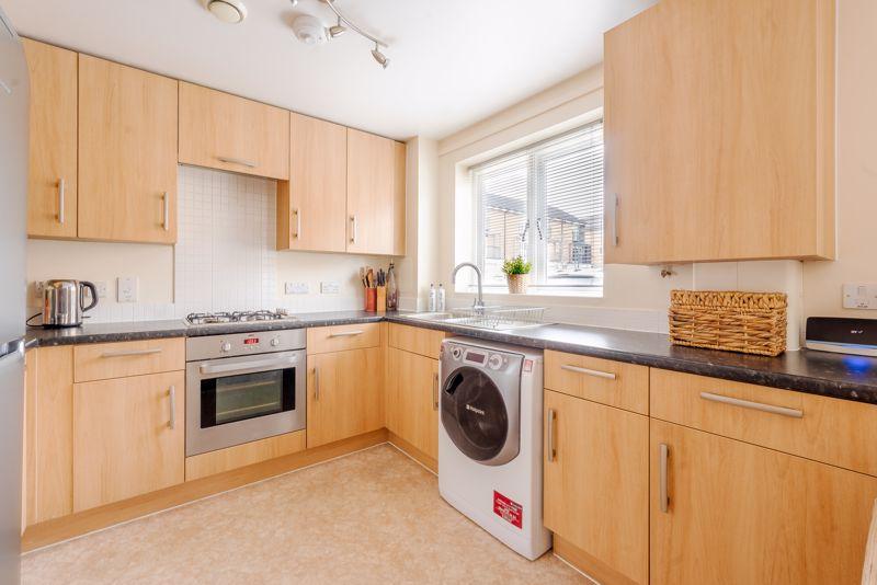 1 bedroom flat For Sale in Wallington - Photo 8.