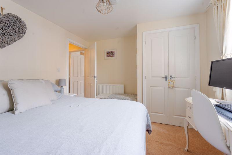 1 bedroom flat For Sale in Wallington - Photo 4.