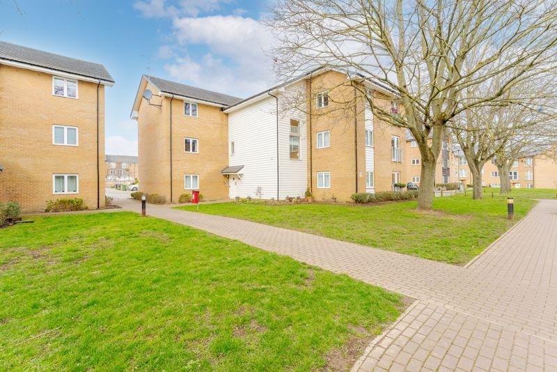 1 bedroom flat For Sale in Wallington - Photo 6.