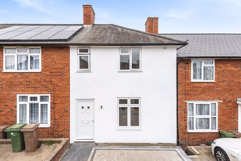 3 bedroom terraced house Let in Sutton - Photo 1.