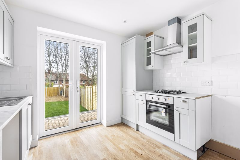 3 bedroom terraced house Let in Sutton - Photo 8.