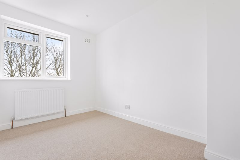 3 bedroom terraced house Let in Sutton - Photo 10.