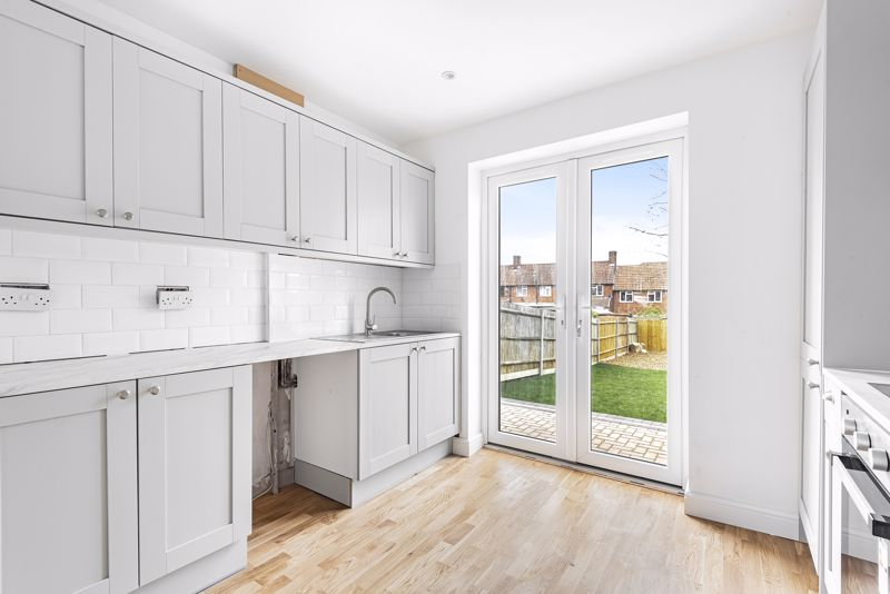 3 bedroom terraced house Let in Sutton - Photo 4.