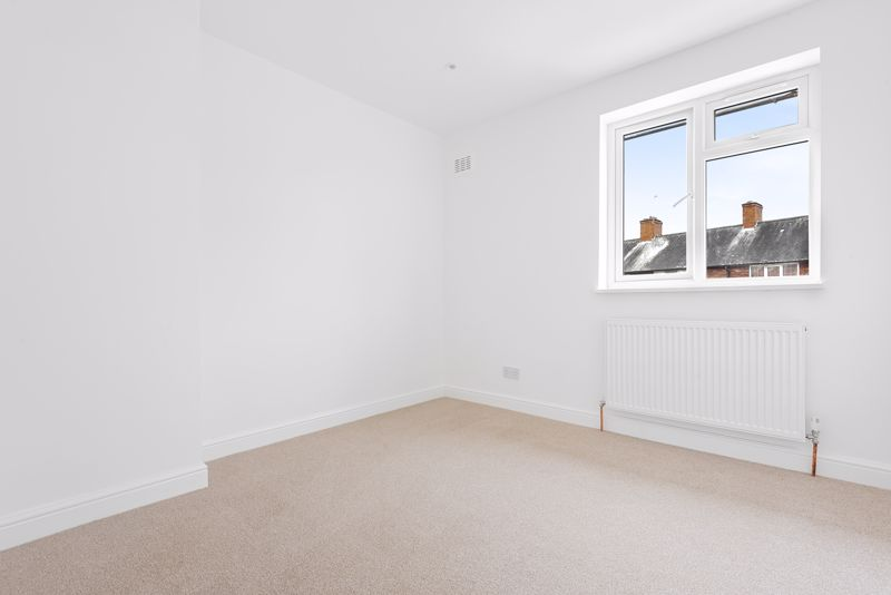 3 bedroom terraced house Let in Sutton - Photo 5.