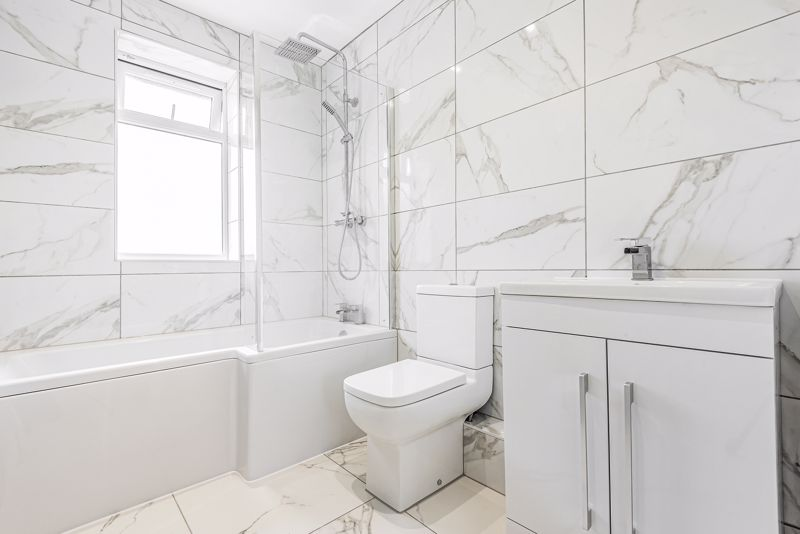 3 bedroom terraced house Let in Sutton - Photo 6.