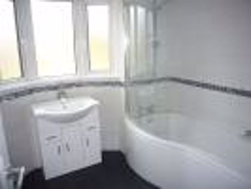 3 bedroom semi detached house Let in Epsom - Photo 1.
