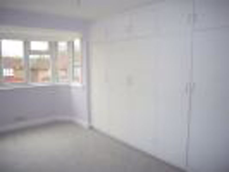 3 bedroom semi detached house Let in Epsom - Photo 2.