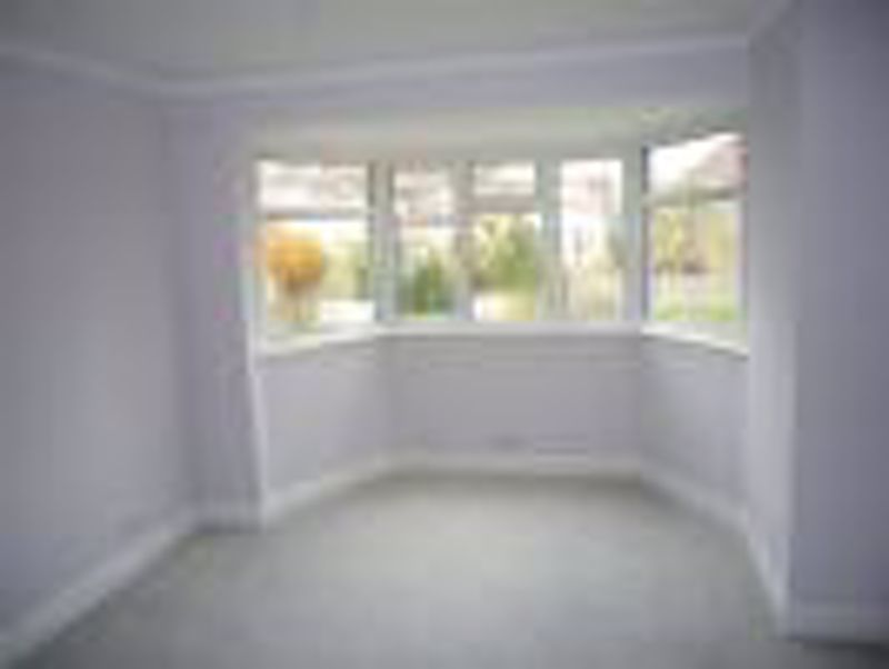 3 bedroom semi detached house Let in Epsom - Photo 4.