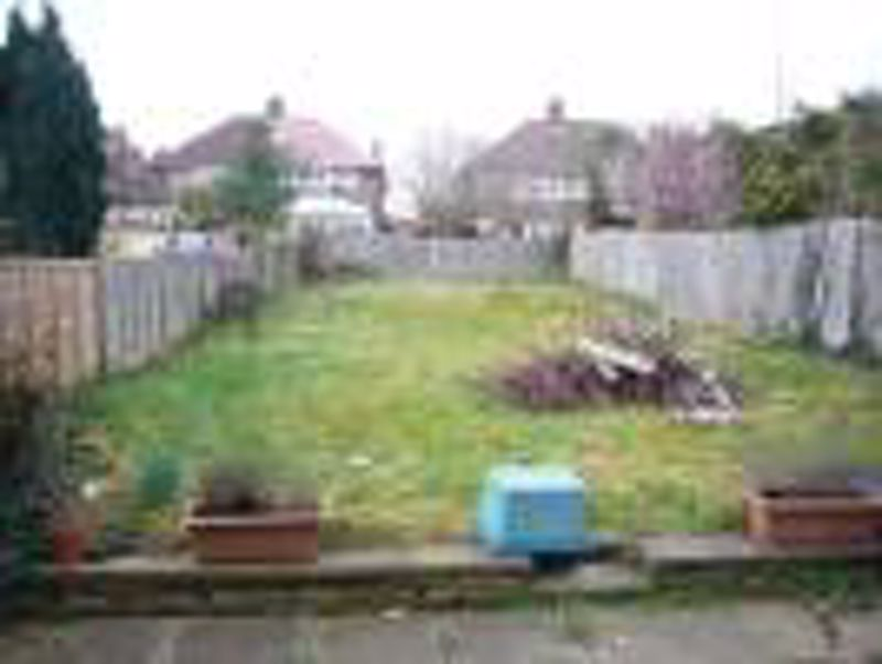 3 bedroom semi detached house Let in Epsom - Photo 6.