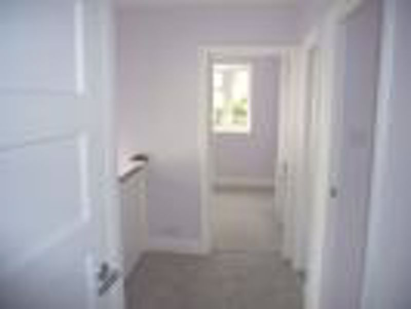 3 bedroom semi detached house Let in Epsom - Photo 9.