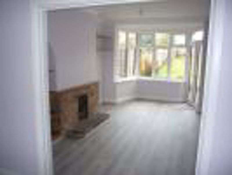 3 bedroom semi detached house Let in Epsom - Photo 11.
