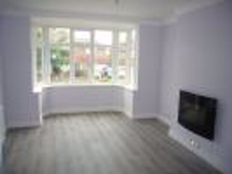 3 bedroom semi detached house Let in Epsom - Photo 12.