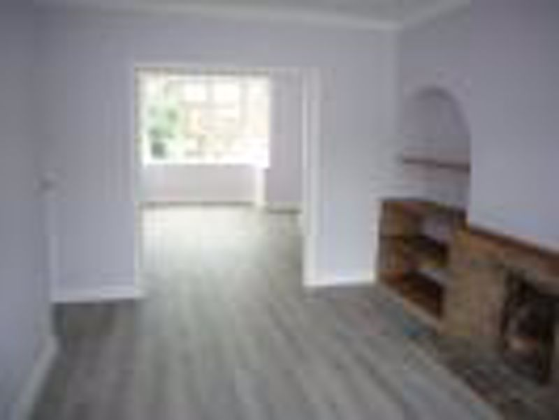 3 bedroom semi detached house Let in Epsom - Photo 13.