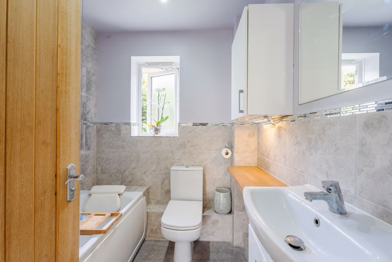 2 bedroom terraced house SSTC in Sutton - Photo 7.