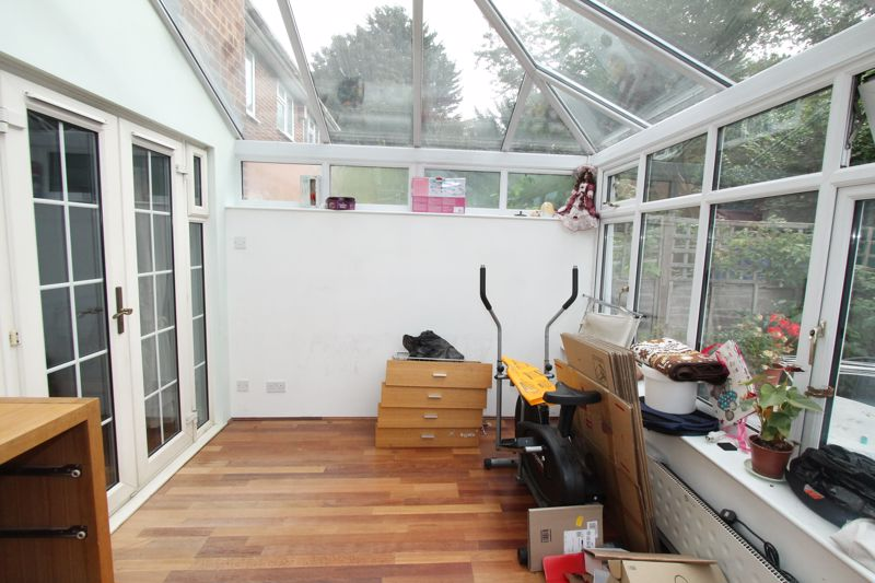 Undefined To Let in Sutton - Photo 2.