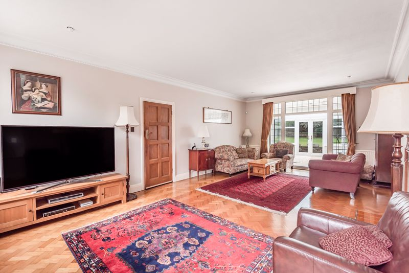 6 bedroom detached house For Sale in Sutton - Photo 6.