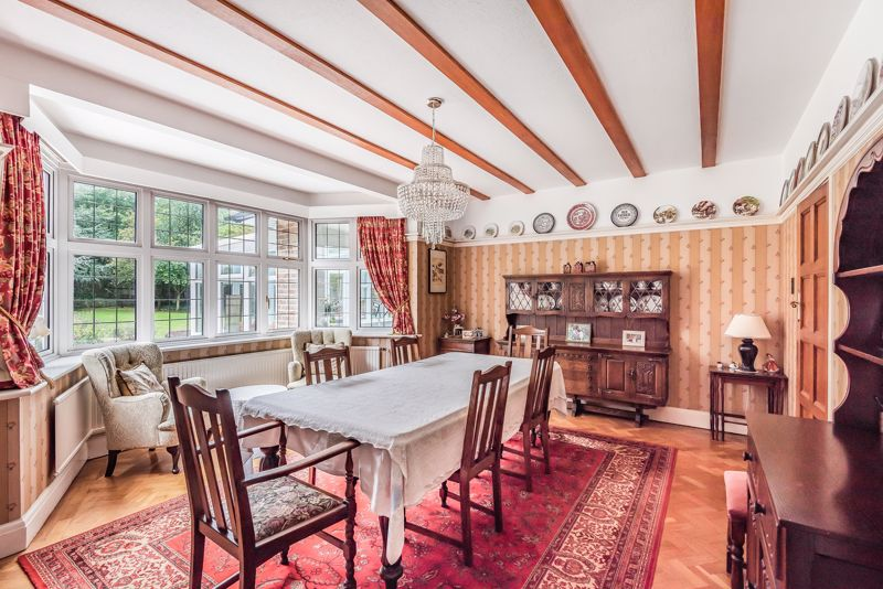6 bedroom detached house For Sale in Sutton - Photo 8.