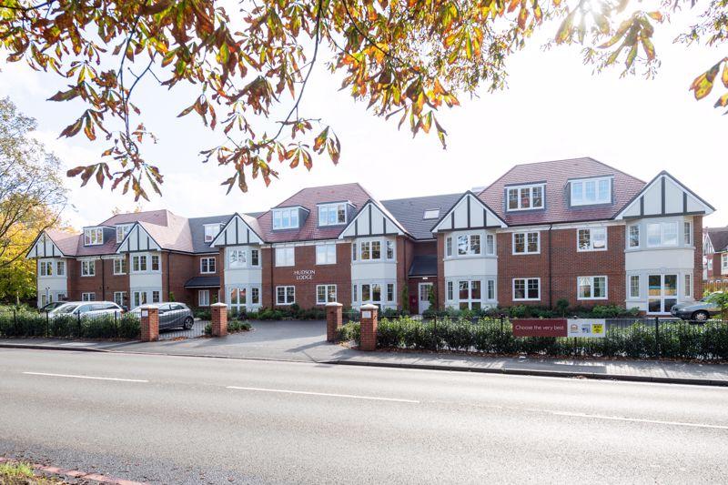 2 bedroom ground floor flat retirement For Sale in Sutton - Photo 1.