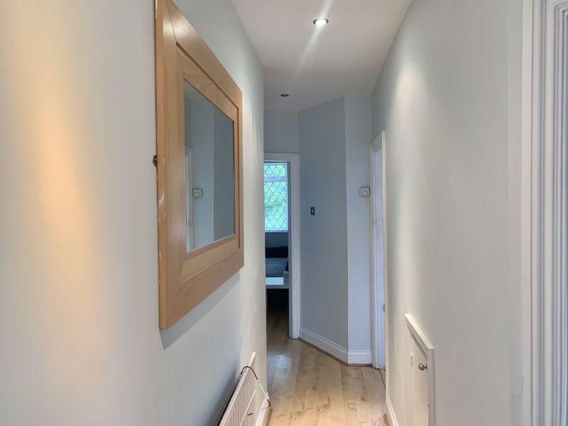 2 bedroom upper floor flat maisonette Let in Sutton - Photo 2.