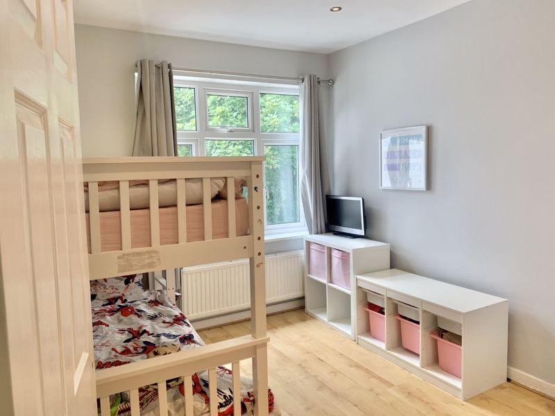 2 bedroom upper floor flat maisonette Let in Sutton - Photo 6.