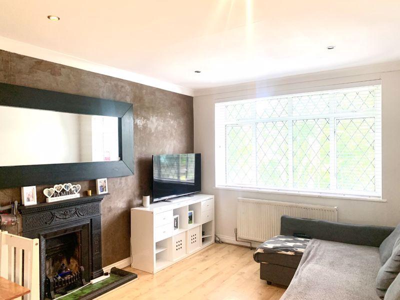 2 bedroom upper floor flat maisonette Let in Sutton - Photo 7.