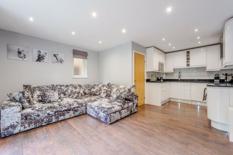 2 bedroom semi detached house SSTC in Sutton - Photo 3.