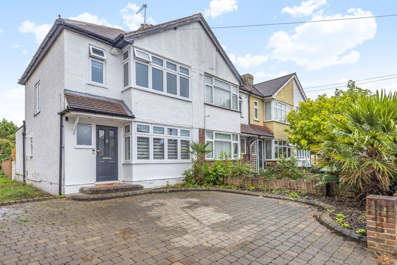 3 bedroom end terrace house For Sale in Sutton - Photo 1.