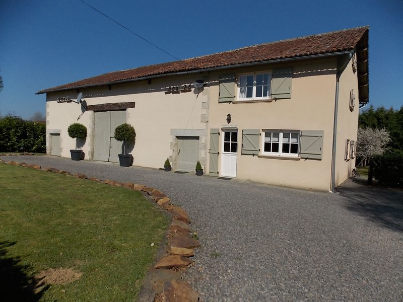 Immaculate 3 bed house with barn and garden