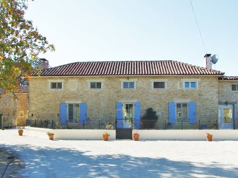 Fabulous renovated house with stables and outbuildings