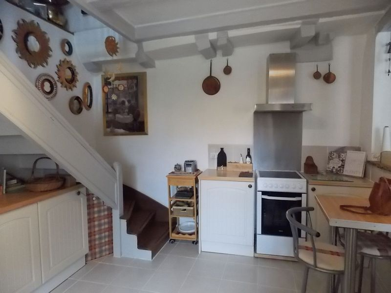 Immaculately presented 2 bed house close to the town centre