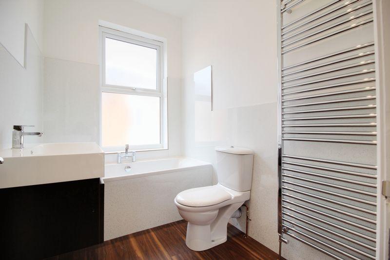 https://med05.expertagent.co.uk/in4glestates/{9ff36e21-66b3-49ae-87d6-53e71bd1f48d}/{3bd07d2b-a2d4-4ec5-95c3-bb08b9133438}/main/Bathroom.jpg