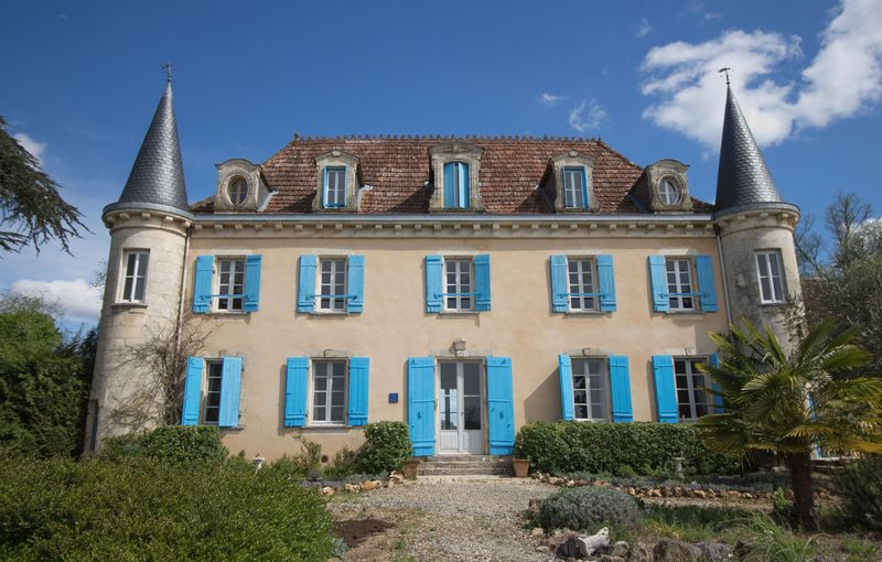 Renovated 17-bed chateau in 6 hectares