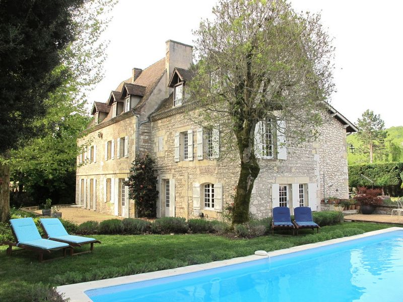 Country Manoir - 8 Bedrooms - Separate 2 Bedroom Guest Cottage