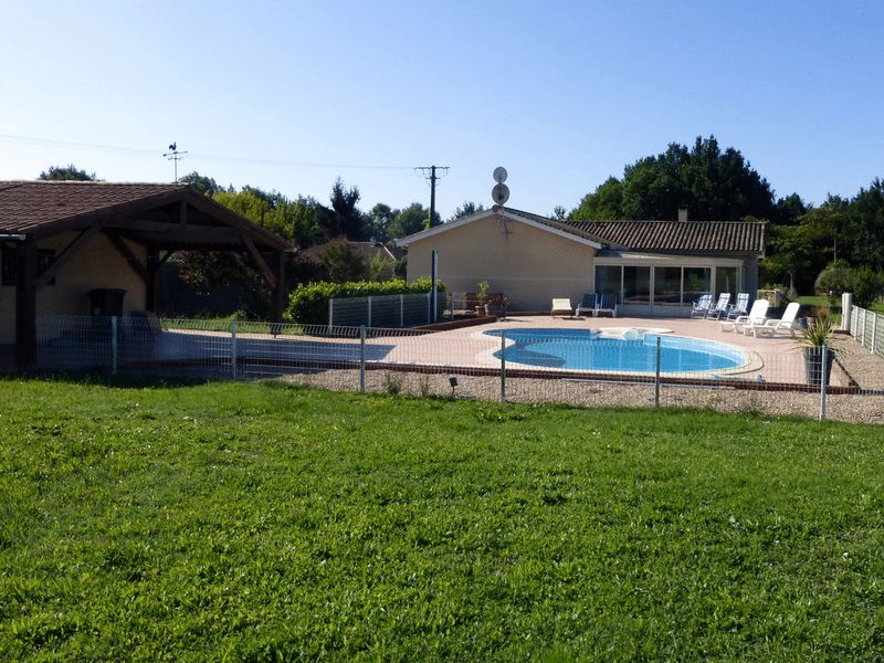 Easy living in France, low maintenance, 4 bedrooms, swimming pool