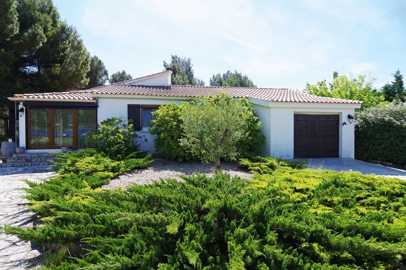 Single storey villa with lovely gardens and pool in the Aude