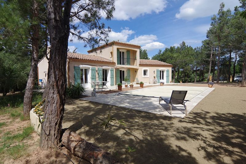 2 storey villa for sale in Aude, with a swimmingpool & garage