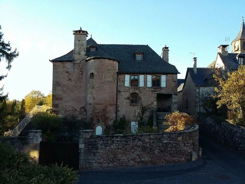 Gorgeous 10 bedroom manor house at the heart of a beautiful medieval village