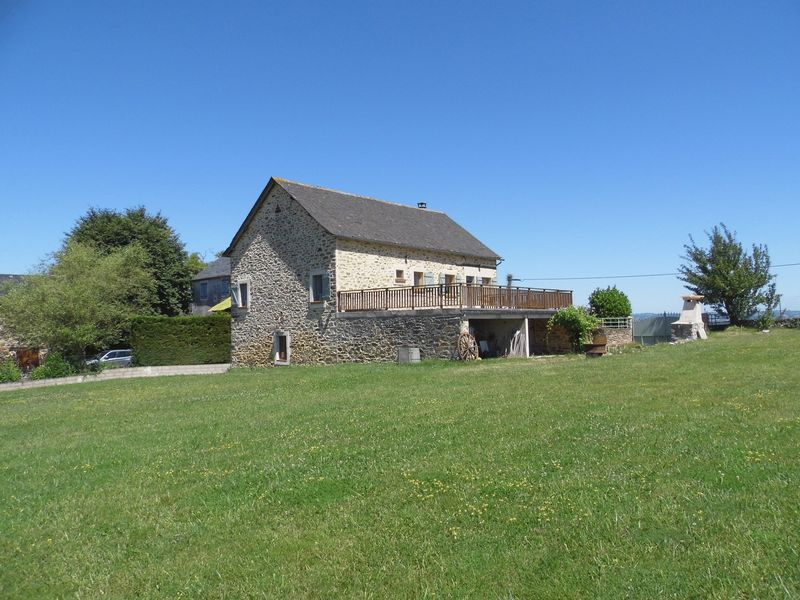 4-bed stone house with land and views