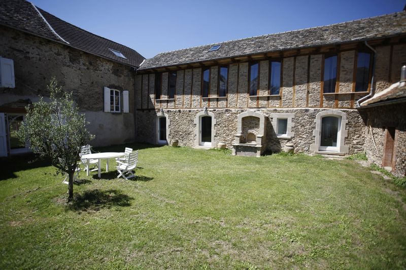 Exquisitely renovated 17 century castle with 4 gîtes in a beautifully landscaped park