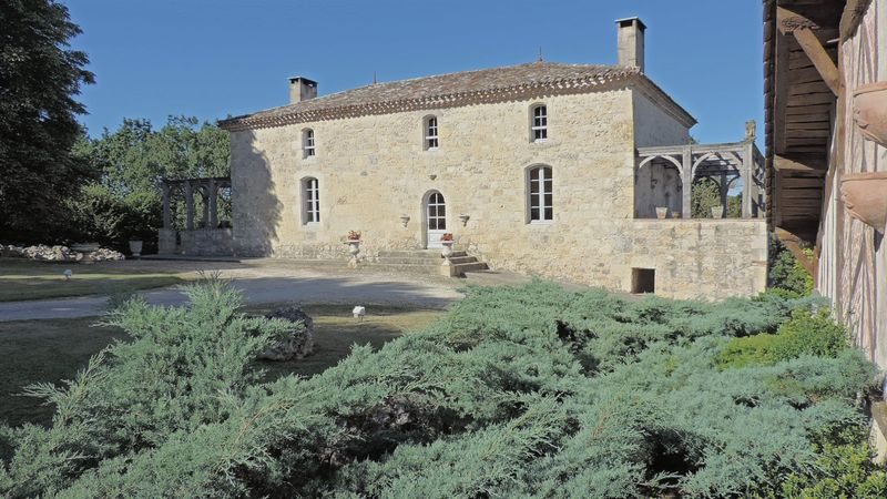 Beautiful property with outbuildings and incredible swimming pool
