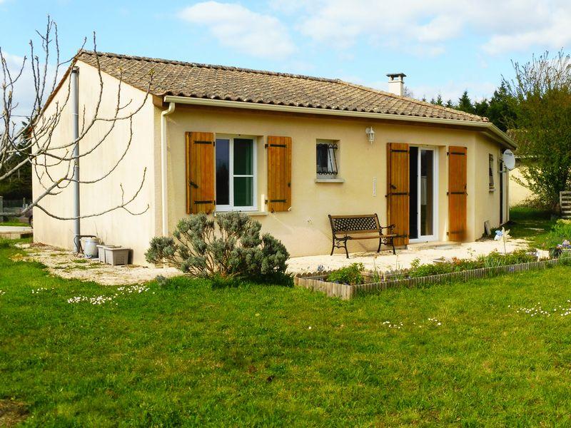 2-bed bungalow in green Perigord area, North Dordogne