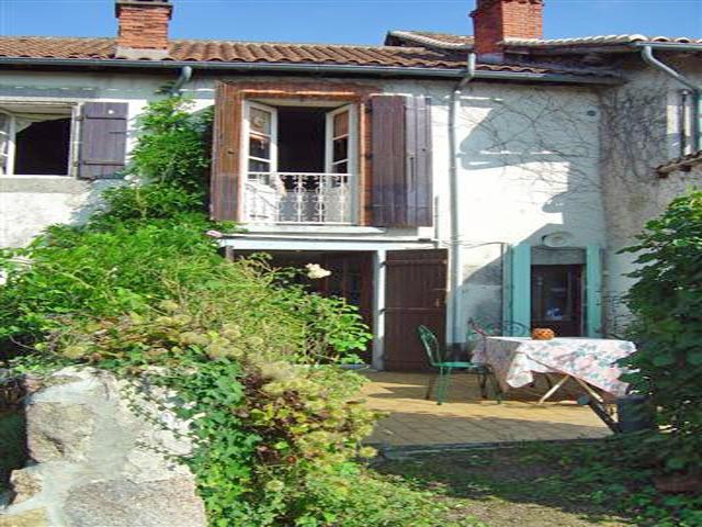 3 storey village house in the Dordogne with 3 bedrooms, terrace and garden and a 2nd house to renova