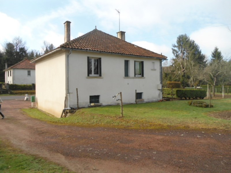 Village house built in the 60s with outbuilding in Perigord, N. Dordogne